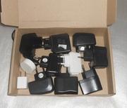 Зарядные устройства на телефоны.